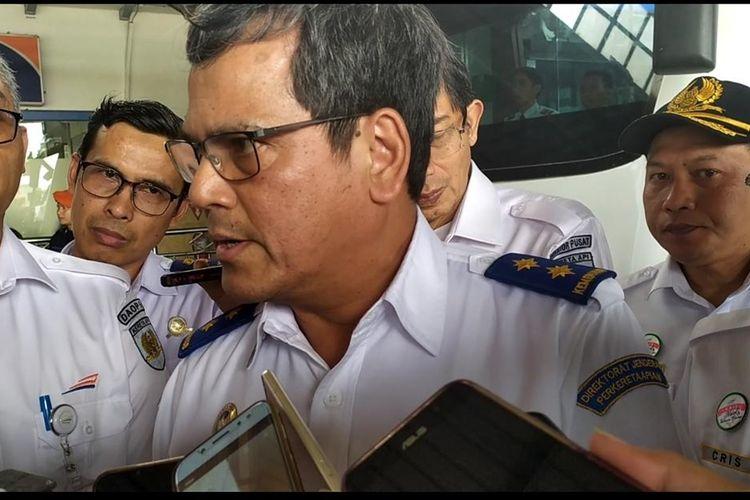 Dirjen Perkeretaapian Kemenhub Zulfikri saat melalukan inspeksi bersama Dirut PT KAI Edi Sukmoro di Stasiun Purwokerto, Jawa Tengah, Selasa (10/12/2019).