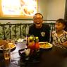 Ade Londok Makan Steak Pakai Tangan, Sule Tertawa dan Ajari Cara yang Benar