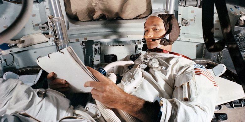 Michael Collins dalam simulator