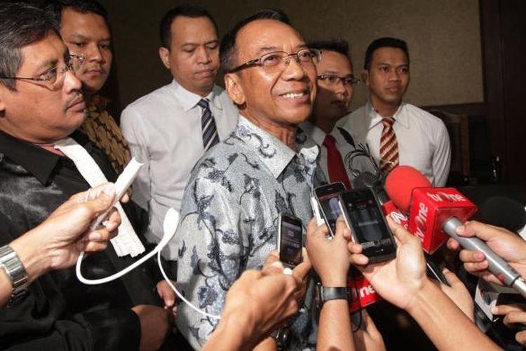 Mantan Menteri ESDM, Jero Wacik, menjalani sidang di Pengadilan Tipikor Jakarta dengan agenda pembacaan vonis, Selasa (9/2/2016). Majelis hakim Tipikor memvonis Jero Wacik 4 tahun pidana penjara dengan denda Rp 150 juta subsider tiga bulan dan uang pengganti Rp 5 milyar karena korupsi dengan menyalahgunakan dana operasional menteri (DOM) selama menjabat sebagai Menteri Kebudayaan dan Pariwisata serta Menteri ESDM.