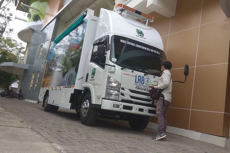 Tangani covid 19 Pemkab Magetan membeli mobile container laboratorium real time PCR BSL 2 seharga 3,8 miliar rupiah. Dengan lab mobile, hanya butuh waktu 2 hingga 3 jam untuk mengetahui hasil swab.