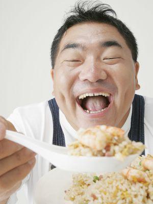 Makan nasi goreng