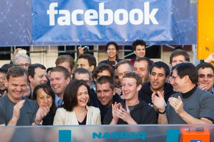 Facebook melantai di bursa saham NASDAQ dengan kode FB pada Mei 2012.