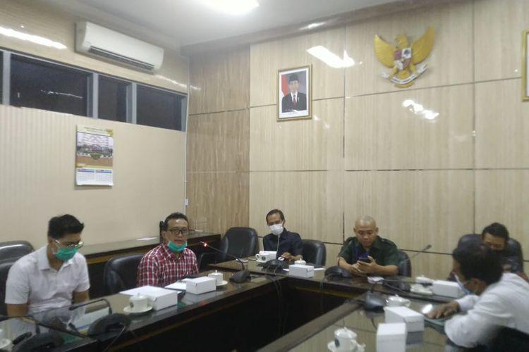 Komisi C DPRD Jember memanggil pimpinan Bank Jatim Jember meminta gaji Bupati Jember Faida tidak dibayarkan, Jumat (11/9/2020).