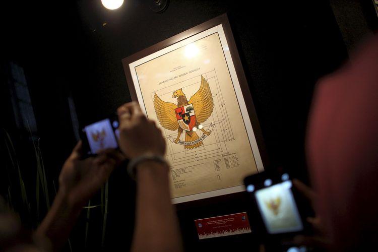 Salah satu koleksi Museum Nasional terkait kelahiran Pancasila. Gambar diambil pada 2 Juni 2017.