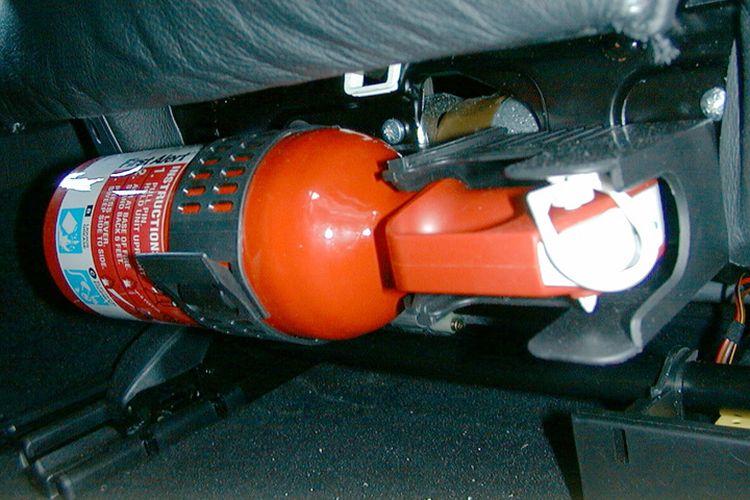 Alat Pemadam Api Ringan (APAR) di mobil