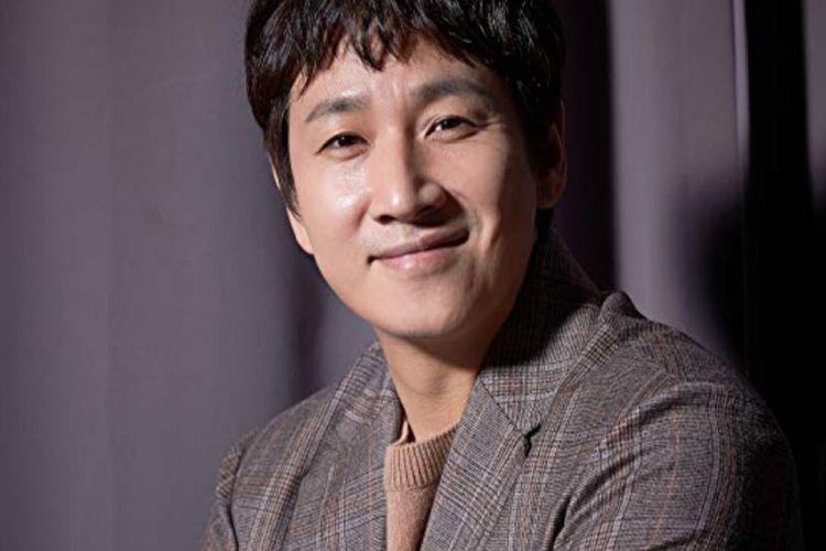 Aktor Korea Selatan bintang film Parasite, Lee Sun Kyun.