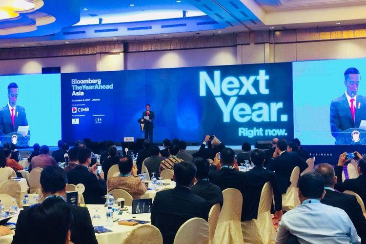 Presiden  Joko Widodo berpidato dalam acara Bloomberg The Year Ahead di Ritz Carlton Mega Kuningan, Jakarta Selatan, Rabu (6/12/2017).