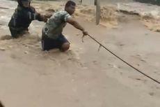 Beredar Video Pemotor Terseret Banjir di Magetan Saat Hujan Deras