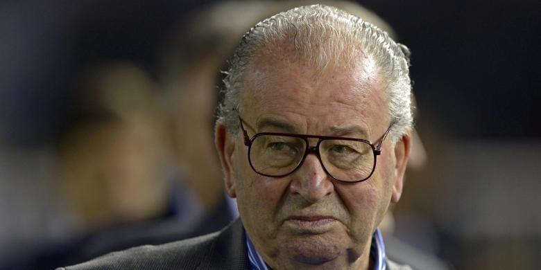 Salah satu ekspresi Presiden Federasi Sepak Bola Argentina (AFA) Julio Grondona (almarhum) sebelum pertandingan antara tim nasional Argentina melawan Venezuela, di Monumental Stadium, Buenos Aires, 22 Maret 2013. Grondona meninggal dunia dalam usia 82 tahun karena sakit jantung, pada 30 Juli 2014.