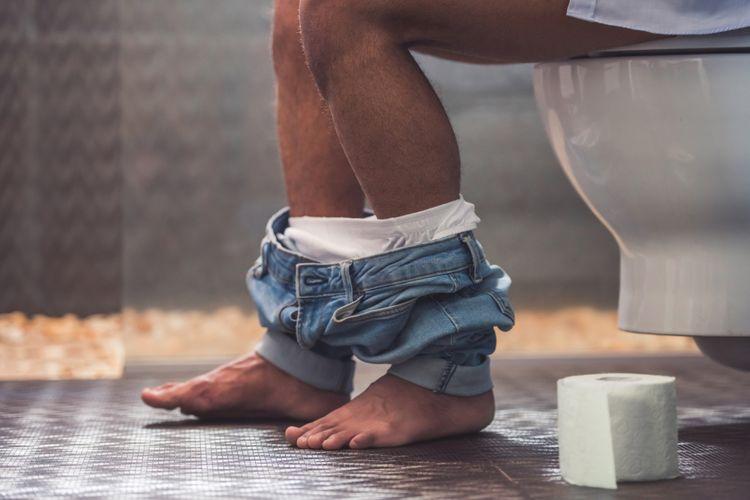Ilustrasi pria di toilet