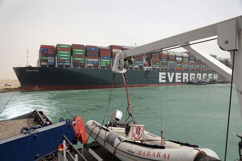 Video Kapal Ever Given Kembali Berlayar Lewati Terusan Suez dengan Pengawalan Penuh