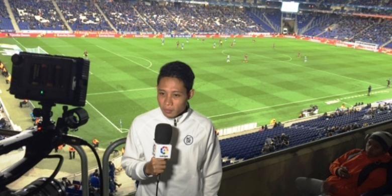 Evan Dimas menyaksikan langsung laga antara Espanyol melawan Real Sociedad di Stadion RCDE, Senin (8/2/2016).
