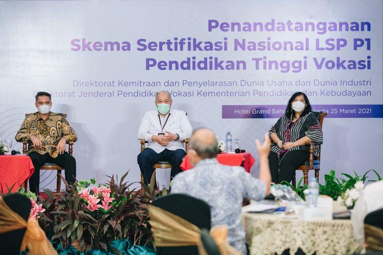 Suasana diskusi panel pada acara Penandatangan Skema Sertifikasi Nasional LSP Pendidikan Tinggi Vokasi, Kamis (25/3/2021).