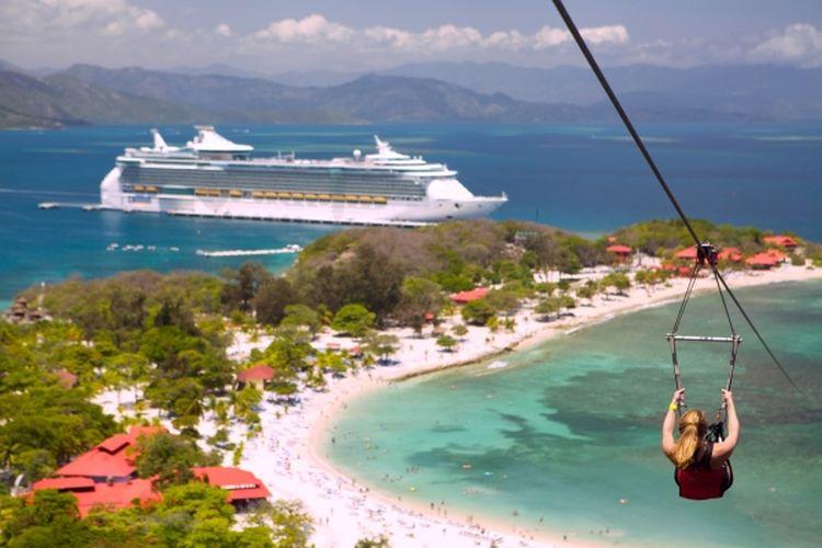 Kapal pesiar Freedom of the Seas di bawah naungan Royal Caribbean International.