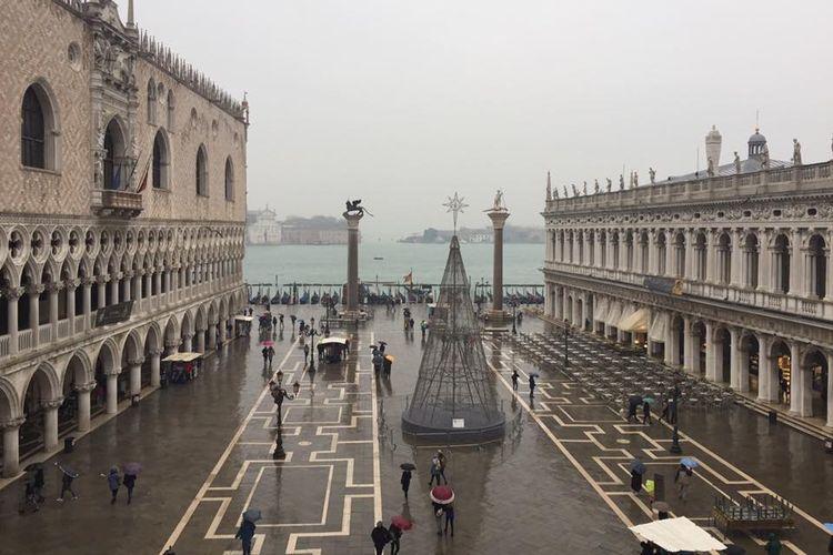 Piazza San Marco (St. Mark?s Square) dan Alun-Alun Utama Venice.