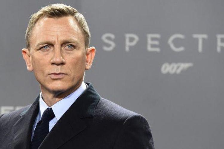 Sebuah foto yang dibikin pada 28 Oktober 2015 di Berlin, Jerman, memerlihatkan aktor Inggris Daniel Craig berpose untuk para fotografer dalam sebuah sesi foto untuk film baru James Bond, Spectre, yang disutradarai oleh Sam Mendes.