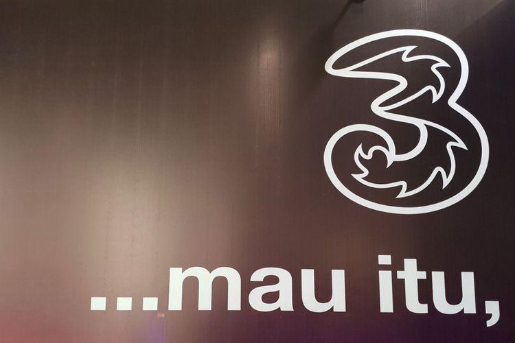 Logo operator seluler Tri Indonesia.