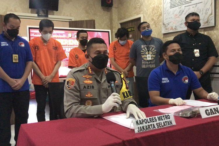 Kapolres Metro Jakarta Selatan, Kombes Pol Azis Andriansyah memberikan keterangan pers penangkapan artis grup rap berinisial ID di Mapolres Metro Jakarta Selatan, Jumat (6/8/2021) sore.