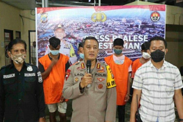 Polresta Manado saat memberikan keterangan pers kasus pemukulan sopir dan perusakan mobil ambulans Covid-19