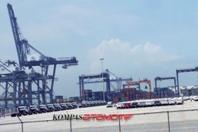 Pelabuhan terbesar di Thailand, Laem Chabang, dengan kapasitas tahunan mencapai 1,4 juta unit ekspor.