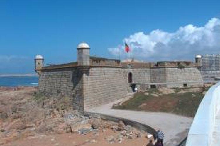 Castelo do Quijo di kota Porto yang telah digunakan militer Portugal sejak abad ke-17 masuk ke dalam daftar properti militer yang dijual untuk menambah anggaran.