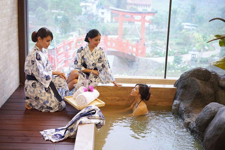 Ilustrasi berendam air panas di The Onsen Hot Spring Resort