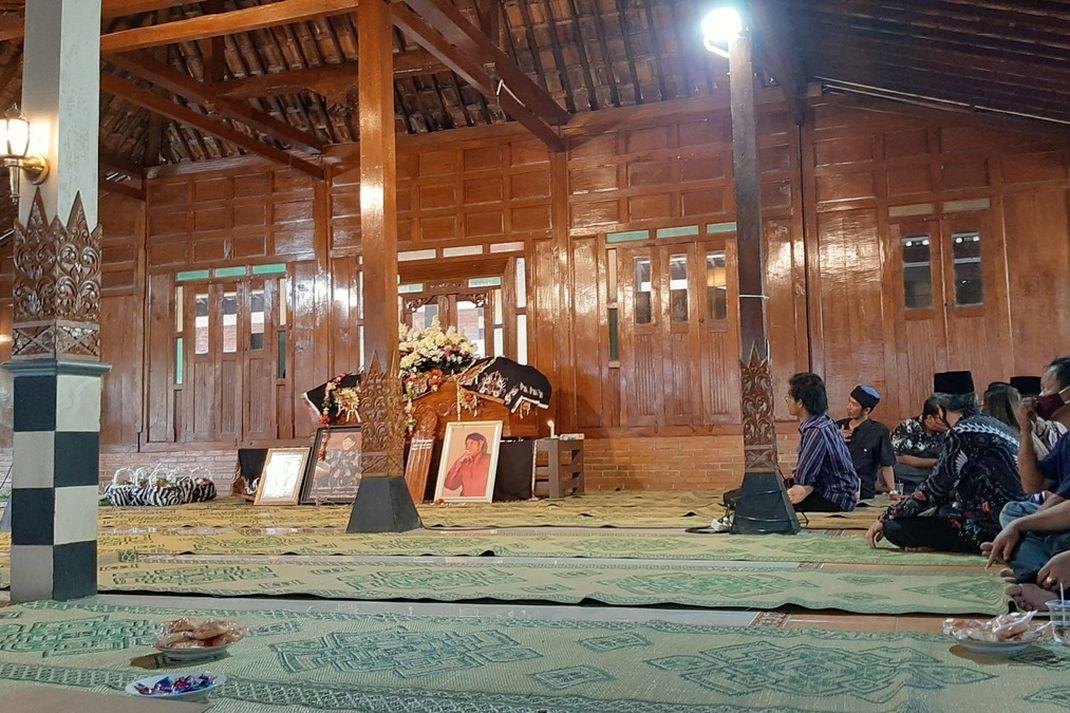 (DIY) Foto Suasana Rumah duka Dalang Ki Seno Nugroho