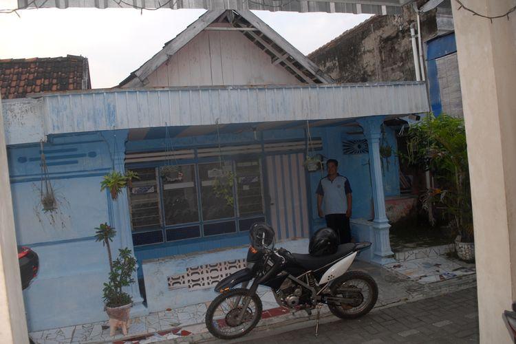 Suasana rumah kontrakan terduga teroris berinisial AH (26) di RT 002 RW 003, Dusun Kemantren, Desa Godong, Kecamatan Godong, Grobogan, Selasa (14/5/2019)