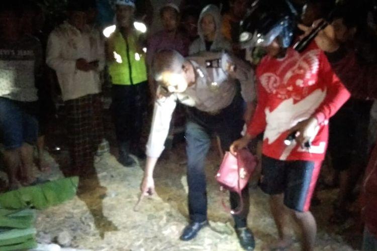 Nekat melintasi jalur kereta api tanpa palang pintu, warga Kabupaten Sragen tewas tertabrak kereta api Brantas.
