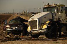Kecelakaan Parah, Truk Tabrak Mobil SUV Isi 25 Orang, 13 Tewas