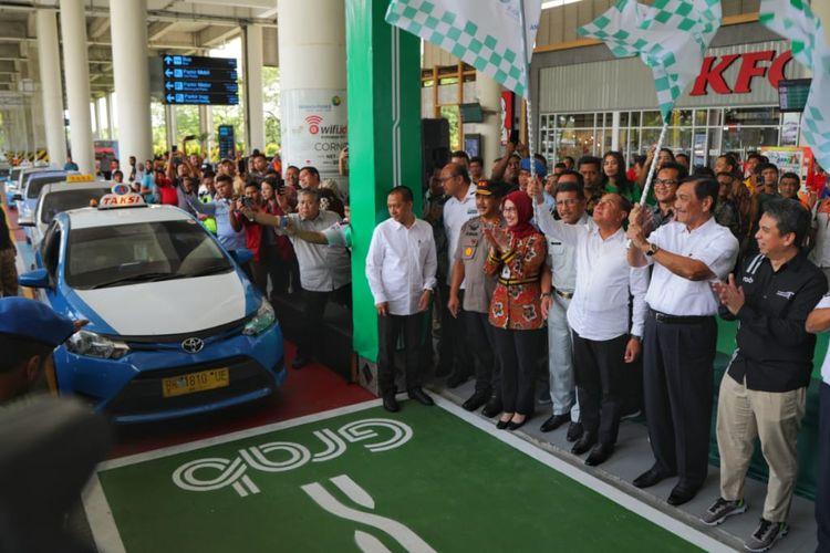 Menko Luhut saat meresmikan layanan Grab Car  Airport di Bandara Kualanamu, Medan, Kamis (11/7/2019)