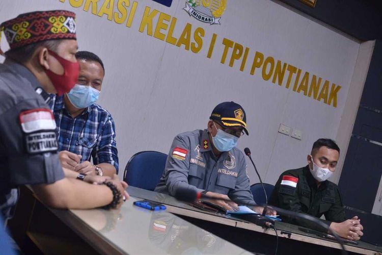 Sebanyak 27 warga Negara asing (WNA) asal Vietnam, pelaku pencurian ikan yang ditangkap Kementerian Kelautan dan Perikanan (KKP) di Laut Natuna, Kepulauan Riau, dideportasi.