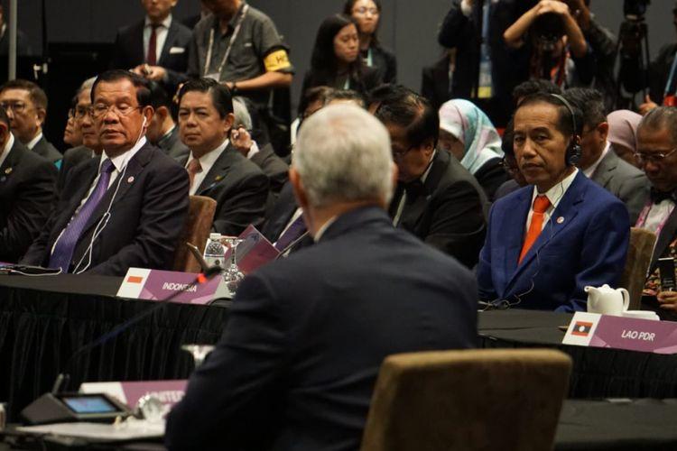 Presiden Joko Widodo saat menghadiri KTT ke-33 ASEAN di Singapura, Kamis (15/11/2018).