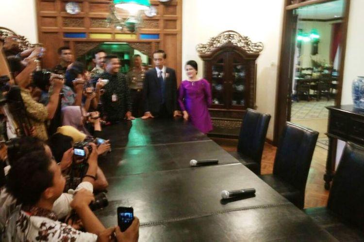 Puteri Presiden RI Joko Widodo, Kahiyang Ayu, akan menikah pada 8 November mendatang. Pengumuman resmi ini disampaikan dalam jumpa pers yang digelar di kediaman Jokowi di Sumber, Solo, Jawa Tengah, Minggu (17/9/2017).