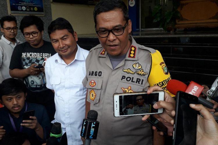 Ketua Tim Media Satgas Antimafia Bola Kombes Argo Yuwono memberikan keterangan kepada awak media di Mapolda Metro Jaya, Kamis (27/12/2018).