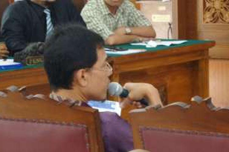 Salah satu saksi fakta sidang praperadilan Buni Yani, Munarman, memberikan keterangannya dalam sidang lanjutan di Pengadilan Negeri Jakarta Selatan, Kamis (15/12/2016).