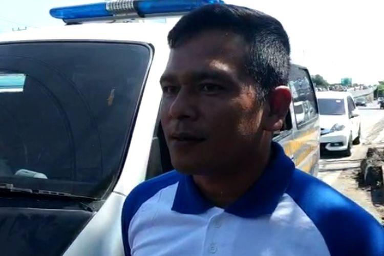 Kapolsek Panakukang Kompol Ananda Fauzi Harahap saat diwawancara usai polisi olah TKP atas penemuan mayat pria bertato di Jalan Urip Sumoharjo, Kelurahan Pampang, Kecamatan Panakukang, Makassar, Minggu (22/6/2019).