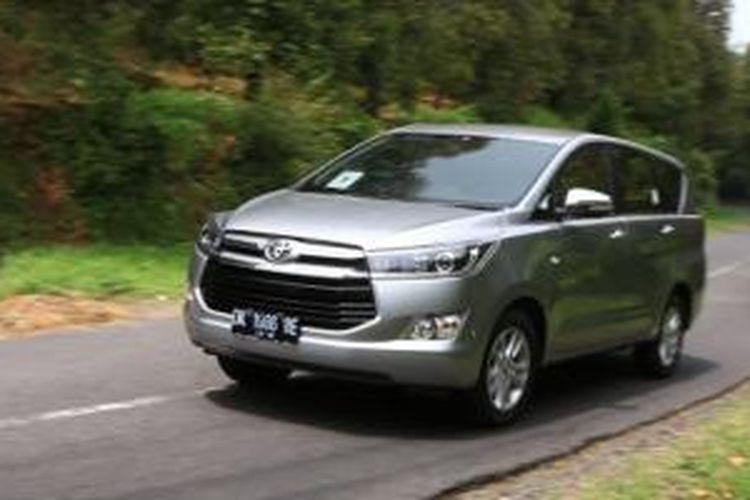 Kinerja penjualan Toyota sepanjang 2015 turun 5 persen dari 2014.
