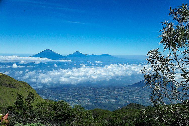 Pemandangan di jalur pendakian Gunung Merbabu via Wekas.