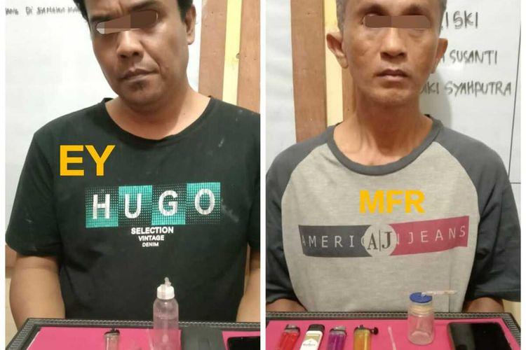 Oknum PNS Pemkab Inhu, EY alias Edi (44) dan pelaku pengedar narkotika lainnya, MFR alias Fais (47), saat diamankan di Polsek Rengat Barat, Kabupaten Inhu, Riau, Selasa (23/2/2021).