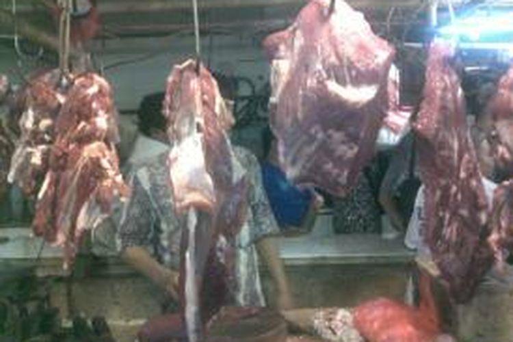Ilustrasi daging sapi. Di Pasar Klender, harga daging sapi pada H-7 lebaran masih stabil Rp 90.000 - Rp 100.000 per kilogram.