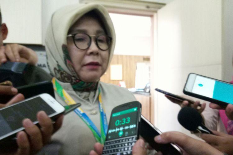 Direktur Utama Rumah Sakit Hasan Sadikin  (RSHS) dr. R. Nina Susana Dewi tengah menjelaskan kondisi pasien Sunarti saat dirawat di RSHS Bandung sebelum akhirnya dipulangkan ke Rumahnya.