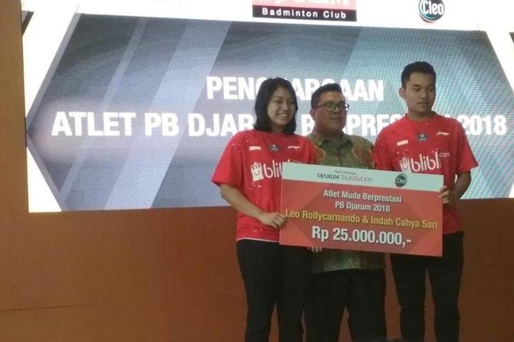 Pasangan muda Leo Rolly Carnadio/Indah Cahya Sari Jamil terpilih menjadi atlet muda terbaik 2018 dan mendapatkan bonus sebesar Rp 25.000.000,-