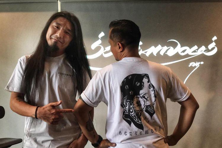 Brand lokal asal Bandung, Screamous berkolaborasi dengan seniman asal Jepang, Usugrow. Kolaborasi ini menjadi tiga desain street wear yang ciamik.