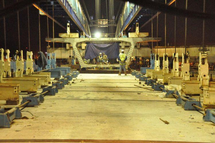 Pekerjaan Tol BORR II B memasuki pemasangan box girder terakhir.