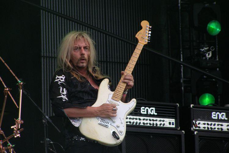 Pemain gitar asal Jerman, Axel Rudi Pell.