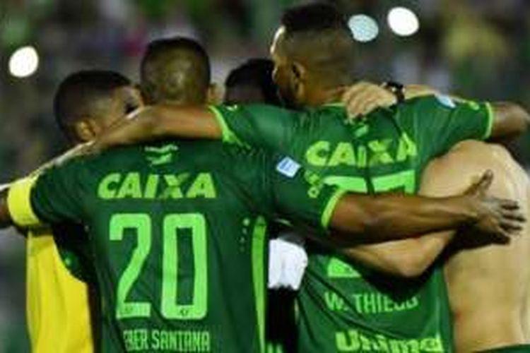 Para pemain Chapecoense merayakan keberhasilan mengalahkan San Lorenzo di Arena Conda Stadium, Chapeco, Brasil, 23 November 2016.