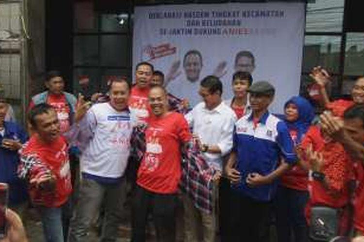 Perwakilan Partai Nasdem di 10 kecamatan wilayah Jakarta Timur menyatakan mendukung pasangan Anies Baswedan dan Sandiaga Uno. Pernyataan dukungan dilakukan di salah satu posko pemenangan Anies-Sandi di Jalan Panglima Polim, Jakarta Selatan, Selasa (27/12/2016).
