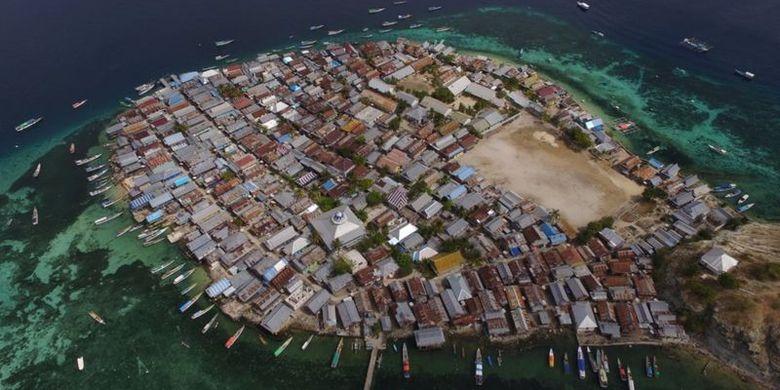 Pulau Messa berjarak sekitar satu jam perjalanan laut dari Labuan Bajo.